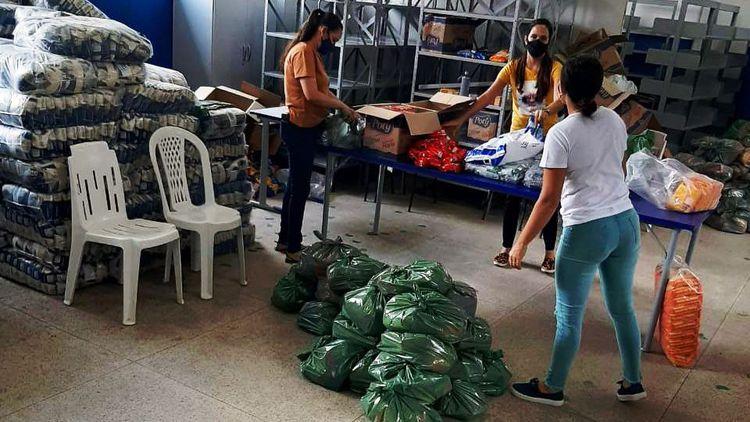 Kits de alimentação escolar continuam sendo entregues pelo município