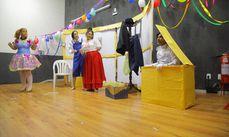A peça teatral foi apresentada após apenas quinze dias de ensaios.