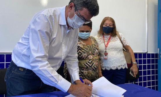 Escola Castro Alves I recebe doação de laboratório