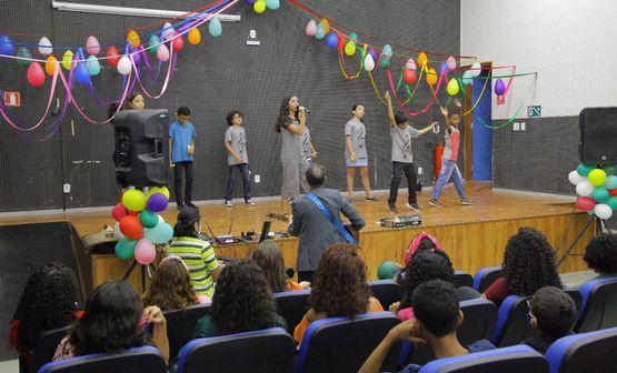 """Musical """"O Circo"""" anima segunda noite da Semana Cultural"""