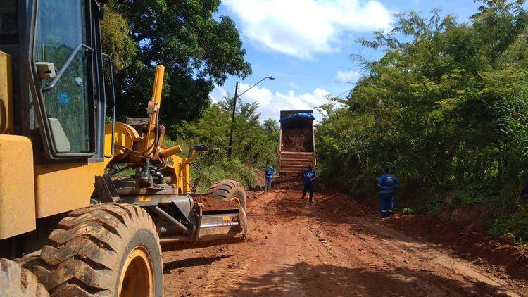 Estrada do Bebedouro começa a ser recuperada no Camaçari