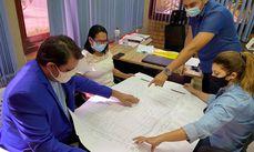 Secretários e dirigentes da entidade observam projeto do Shopping da Cidade