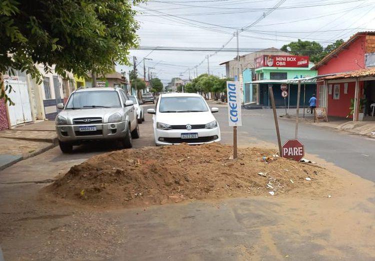 Prefeitura notifica Caema para corrigir rede de esgoto na Rua Cel. Manoel Bandeira
