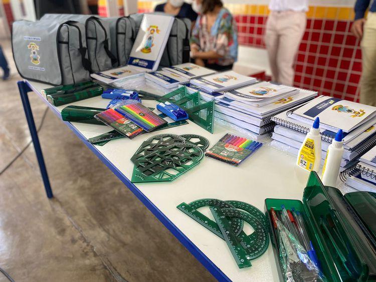 Prefeitura entregará cerca de 45 mil kits de material escolar aos estudantes