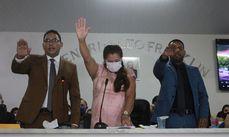 Assis Ramos e Alcenir Costa prestam juramento de posse.