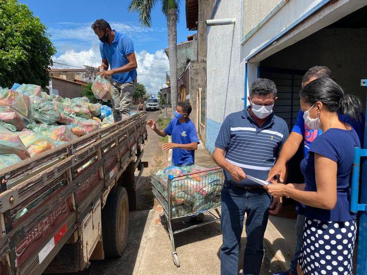 Prefeitura continua distribuição de kits de alimentos
