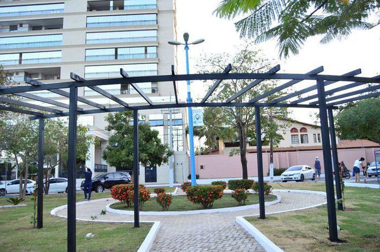 Praças das zonas urbana e rural recebem ações de paisagismo