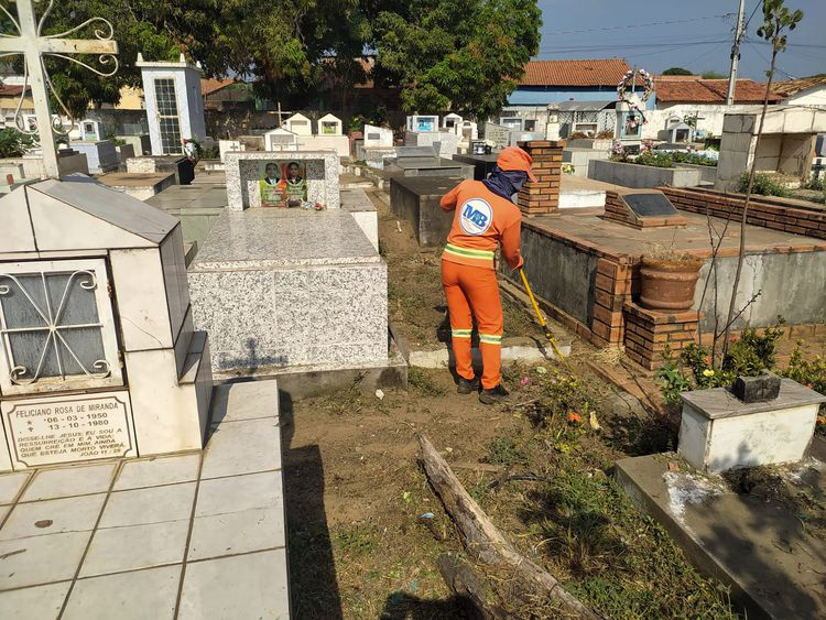 Prefeitura realiza manutenção em cemitérios da cidade