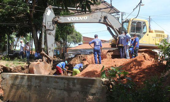 Ponte de concreto é construída na Rua 1º de Maio na Boca da Mata