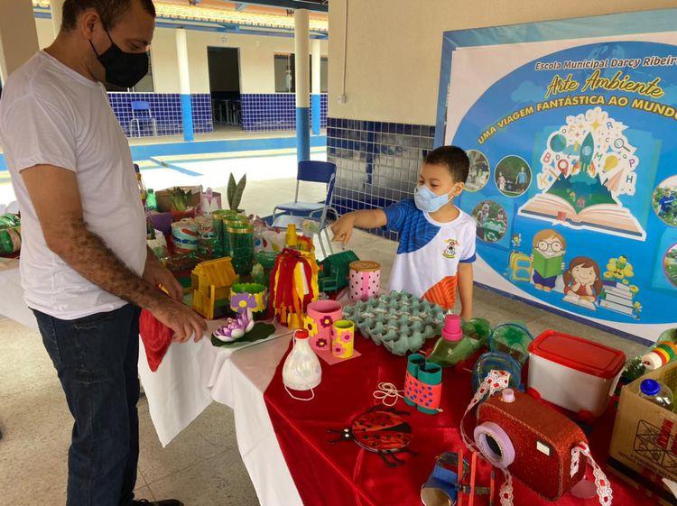 Escola Darcy Ribeiro realiza exposição com atividades dos alunos