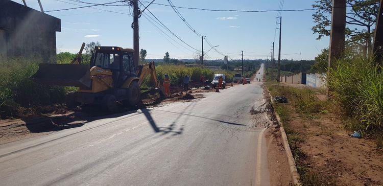 Depois de fiscalizada, Avenida Manoel Ribeiro recebe serviços de recuperação do pavimento asfáltico