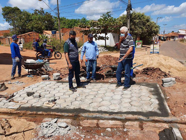Obras de construção de 'passagem molhada' são realizadas na Vila Brasil e Parque Alvorada
