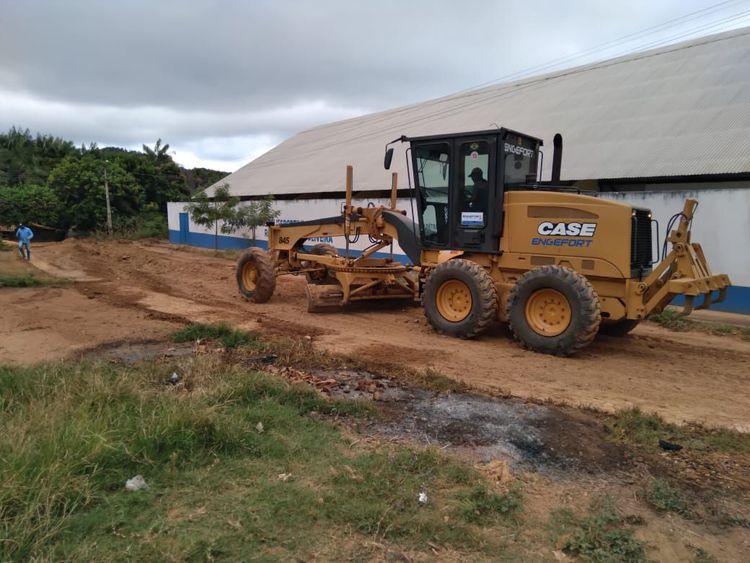 Prefeito Assis Ramos autoriza início de serviços de terraplenagens para pavimentação no KM 1700