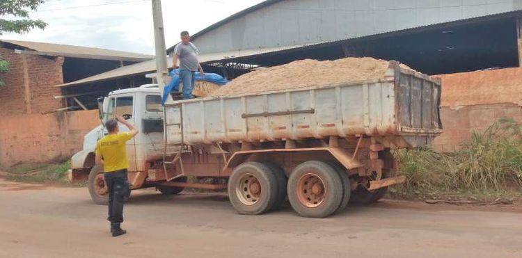 Agentes de trânsito fiscalizam transporte irregular de areia nos bairros de Imperatriz