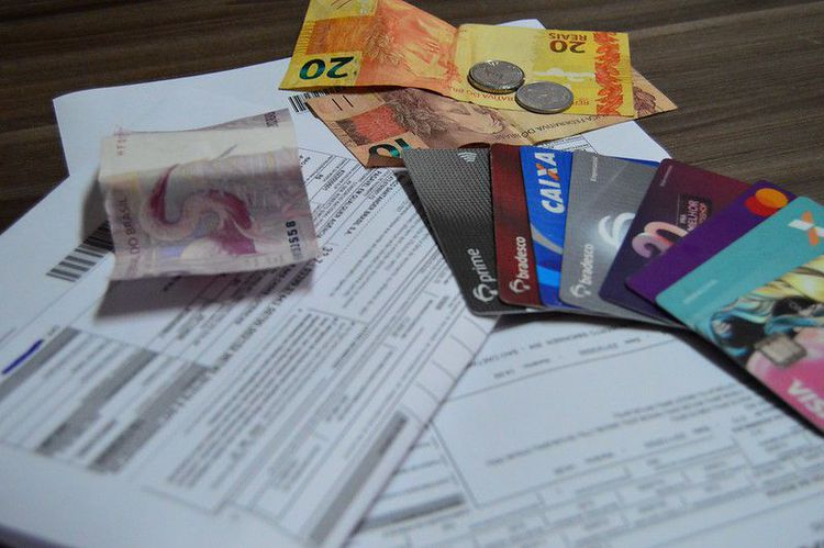 Planejamento e organização financeira são essenciais para evitar endividamento