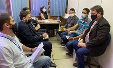 Secretários municipais e representantes da Caixa Econômica durante reunião