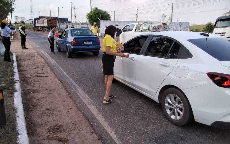 Agentes de trânsito e PRF realizam blitz educativa na BR-010 em Imperatriz