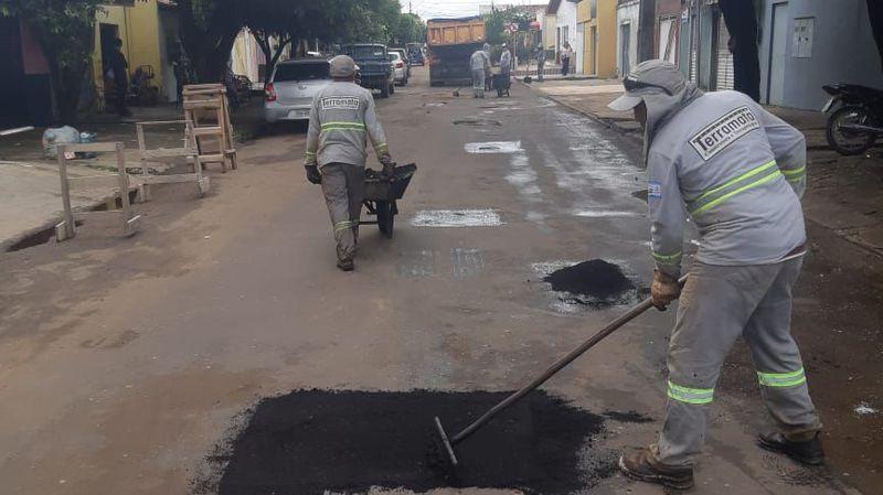 Tapa-buracos avança na Rua Rio Grande do Norte, Nova Imperatriz.